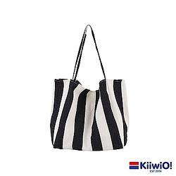 Kiiwi O! 百搭休閒大容量帆布肩背包 黑色粗條紋