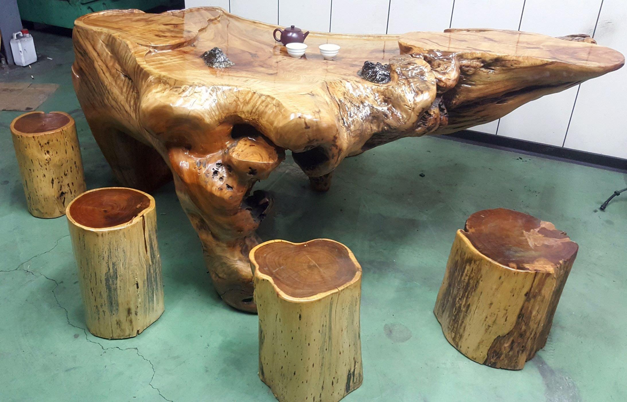 全新台灣牛樟原木泡茶桌香氣馥郁贈五張原木椅可議價。可面交