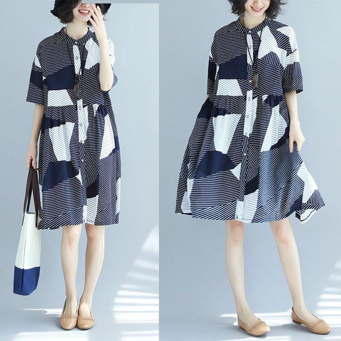 [C.M.平價精品館]L、XL/品味簡約小立領黑白抽象圖紋雙口袋短袖寬鬆洋裝