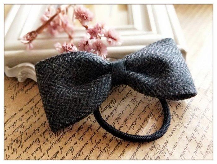 玫瑰森林-- ☆°*美麗嚴選~氣質好搭 人字紋 深灰色毛呢 蝴蝶結髮繩/ 髮束