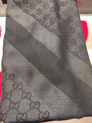 全新 Gucci 正方型 中灰色 深灰色 圍巾 披肩 GG Logo 義大利製 女用 男用 保證真品 雙色 專櫃正品