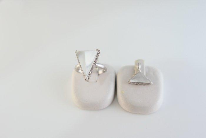 [吉宏精品交流中心]A貨 天然翡翠 白色 木拿泛光 玻璃種 天然鑽石 戒指 墬子(附證書)