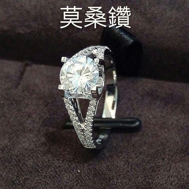 1克拉D色莫桑鑽14k金包鉑金戒檯 鑲鑽石戒保證通過測鑽筆卡家品牌求婚 結婚 情人節禮物 莫桑石 摩星鑽  ZB鑽寶訂製