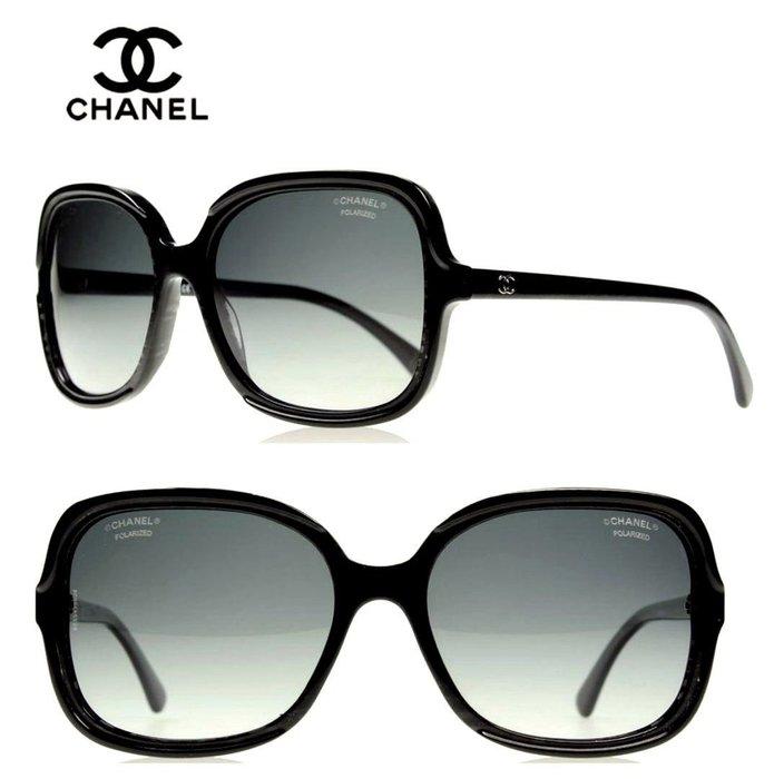 CHANEL香奈兒►(亮粉感黑色框×深煙灰色漸層偏光鏡片)方型大框×立體金屬LOGO 太陽眼鏡 墨鏡|100%全新正品|特價!