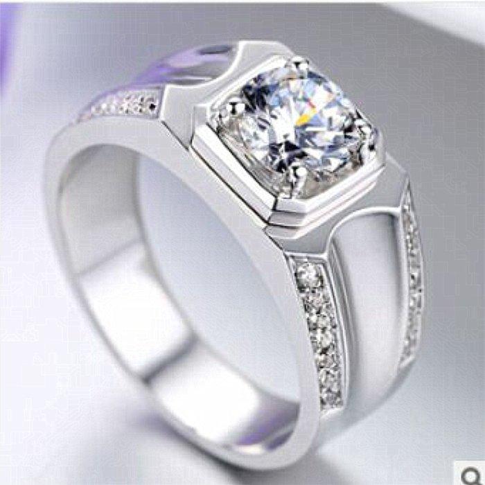 特價時尚帥氣飾品 925純銀鍍鉑金指環 鑲嵌高碳仿真鑽1克拉男士戒指 精工高碳仿真鑽石  FOREVER鑽寶