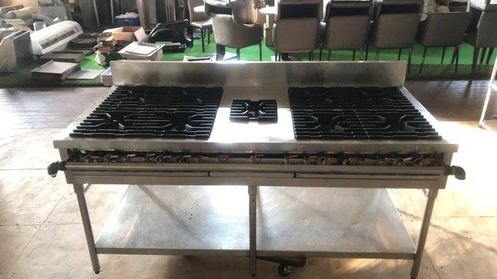 達慶餐飲設備 八里展示倉庫 二手商品 八口西餐爐附煲湯爐