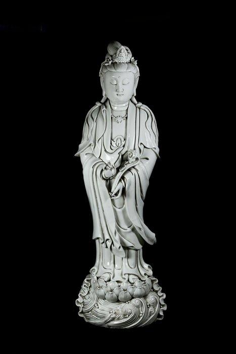 《君璽珍寶》德化白瓷觀音菩薩立像.款何朝宗.早期收藏.老件.高73公分.附錦盒.好收藏勿錯過.超值回饋