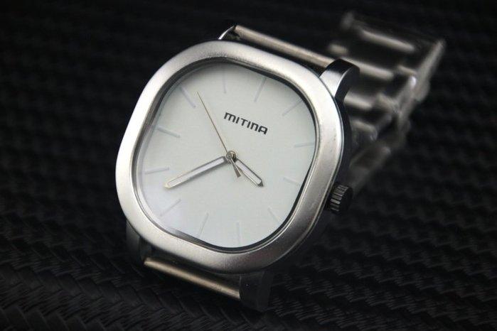 艾曼達精品~中性款式,造型石英錶,浮雕刻度不鏽鋼錶帶石英機芯