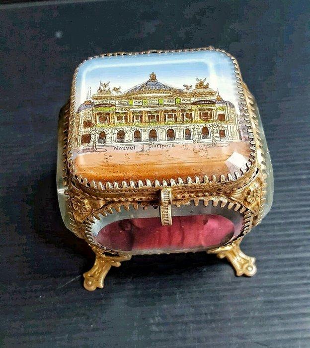 【波賽頓-歐洲古董拍賣】歐洲/西洋古董 法國古董 19世紀 巴黎國家歌劇院(Opéra de Paris)黃銅玻璃戒指/珠寶盒(尺寸:9×8×8cm)
