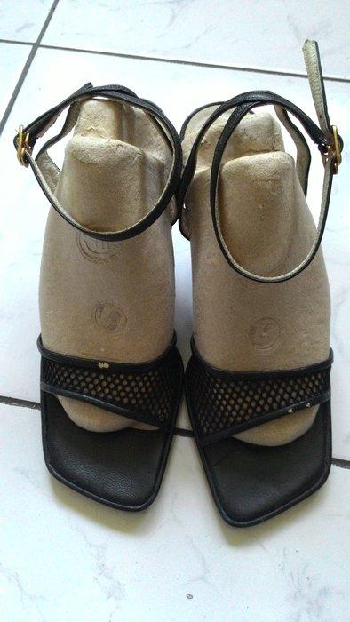 雅芳福袋~原木9公分腳踝扣環式涼鞋 Z開頭的品牌 有修過鞋根蒂 放著掉漆 真皮用料~