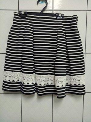 (愛莎&嵐) CUMAR 維那斯 後鬆緊黑白條短裙/L 1070719