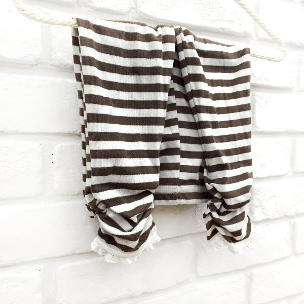 【班比納精品童裝】條紋蕾絲杏口內搭褲-咖灰