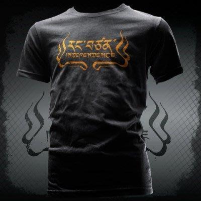 《大吉祥公賣局》衝組 西藏文字『獨立』T恤 黑