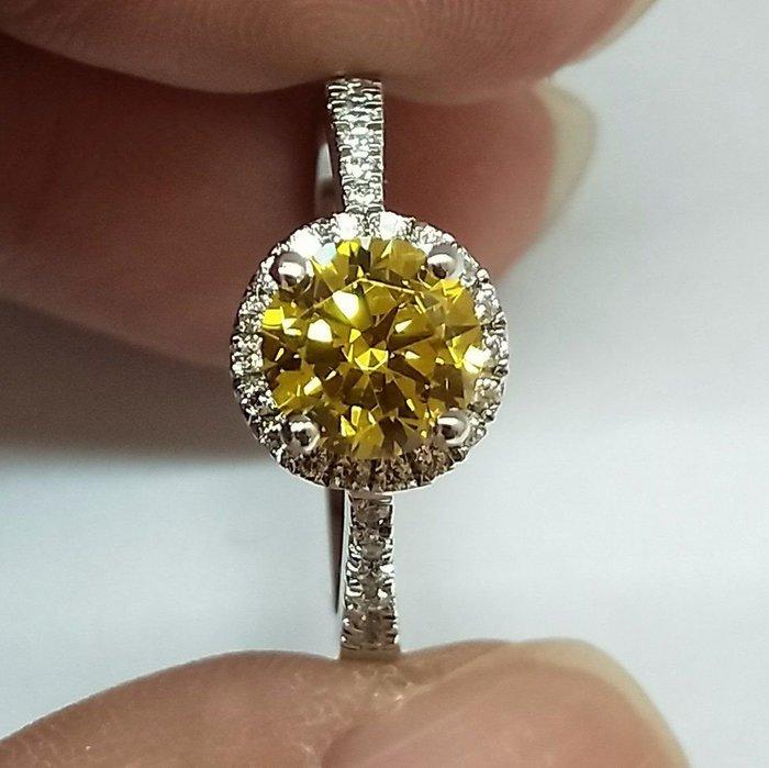 黃鑽結婚鑽戒第一名頂級仿真鑽石媲美真鑽肉眼難辨戒指1克拉主鑽圍碎鑽極光高碳鑽石真鑽鉑金質感特價定制大牌莫桑鑽ZB鑽寶