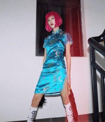 【黑店】中國風 個性水藍色緞面龍鳳開衩短袖旗袍 個性改良式旗袍 天空藍短旗袍 ZY105