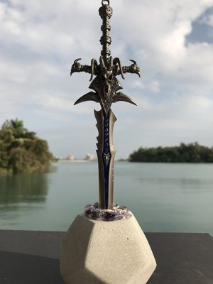 石中劍之霜之哀傷拆信刀--石中寶劍象徵...