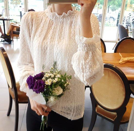 最後優惠 正韓  Bellee 彈性舒適款荷葉立領微透感蕾絲上衣   (2色) 【D17101-1】白2  現貨