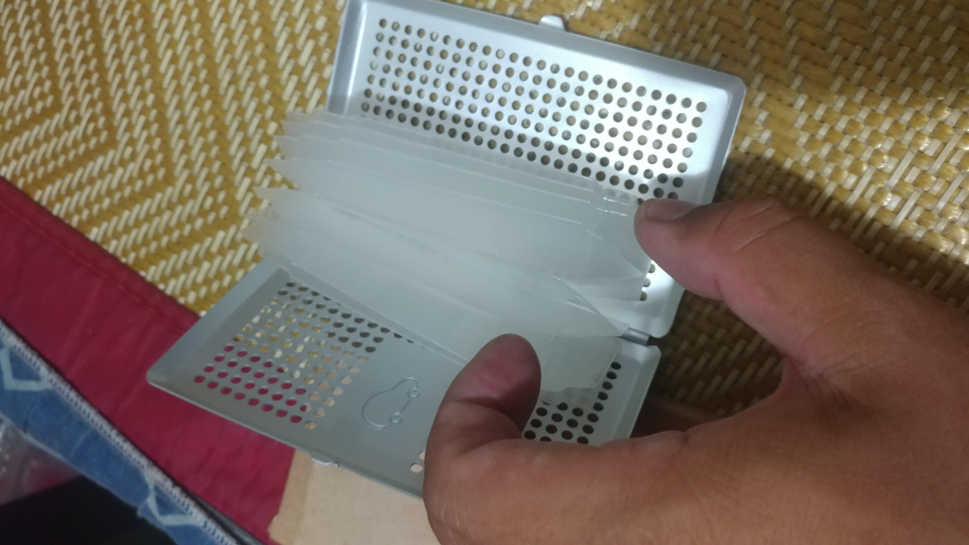 Nissan march 日產購車禮鋁質洞洞硬殼 信用卡夾 信用卡盒 名片盒  證件夾  卡片盒 卡片夾