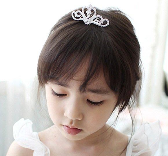 【俏寶貝 】 女童水鑽皇冠髮叉 兒童氣質閃鑽愛心皇冠髮叉 髮飾頭飾 花童禮服髮梳髮叉 拍照