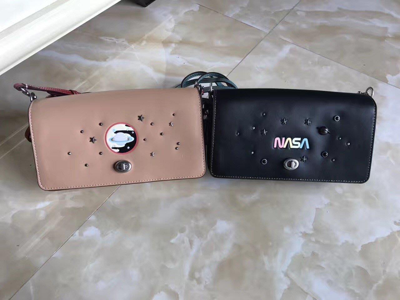 北美精品代購 美國正品 COACH 10854 2017新款 NASA SPACE装饰铬鞣皮革DINKY手袋 附購買憑證