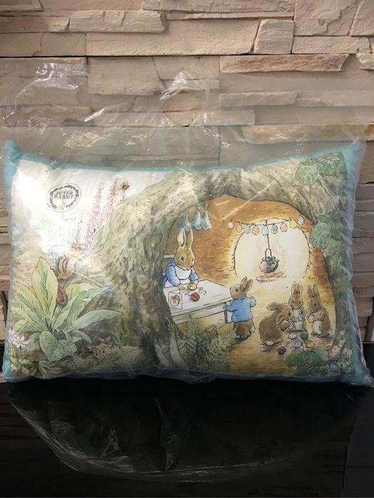 *小熊愛敗家* 全新 彼得兔 微春饗宴靠墊  山洞+粉綠 靠枕 枕頭 PETER RABBIT