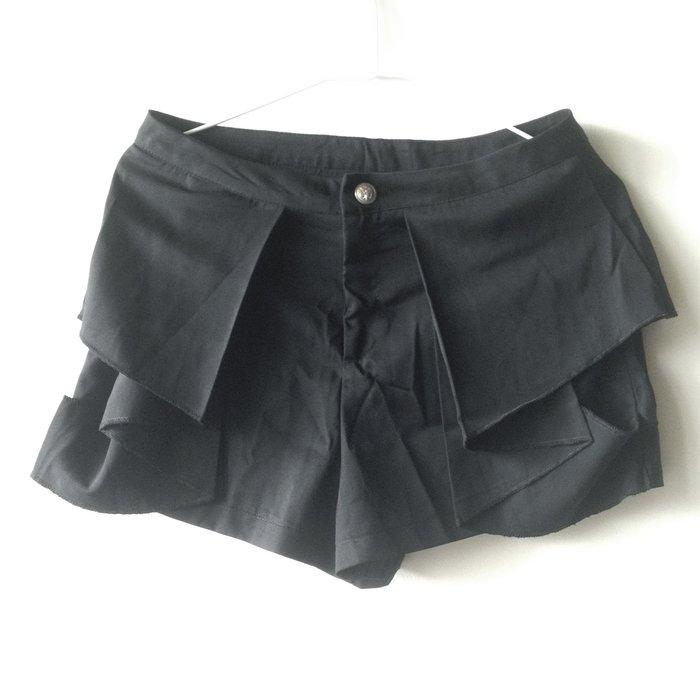 ~新品賠售~西裝短褲 黑色 ~~尺寸M~~ 多層次剪裁有顯瘦效果 上班