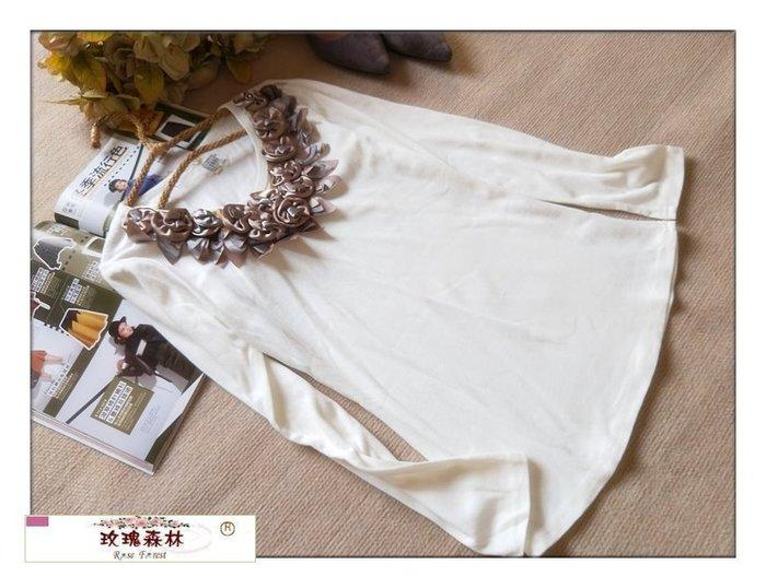 玫瑰森林-- ☆°*美麗嚴選~浪漫女孩 立體緞面玫瑰花領 彈性棉質長袖上衣 (特價)