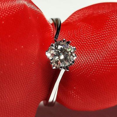 扭臂雪花0.5克拉女款鑽戒仿真鑽大品牌設視覺鑽石很大 精工爪鑲結婚 訂婚純銀鍍鉑金  莫桑鑽寶銀檯鑲高碳鑽特價