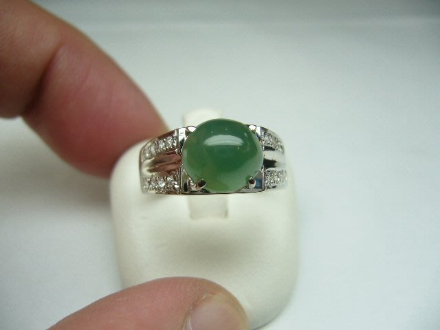 [吉宏精品交流中心]A貨 蛋面 天然翡翠 淺綠色 晶鑽 戒指
