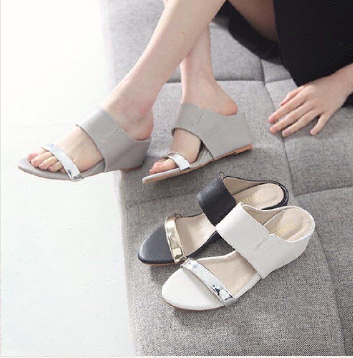 正韓 韓國進口 涼鞋 楔型鞋 金片寬帶楔型涼鞋 現貨 豆沙灰 白     幸福韓富