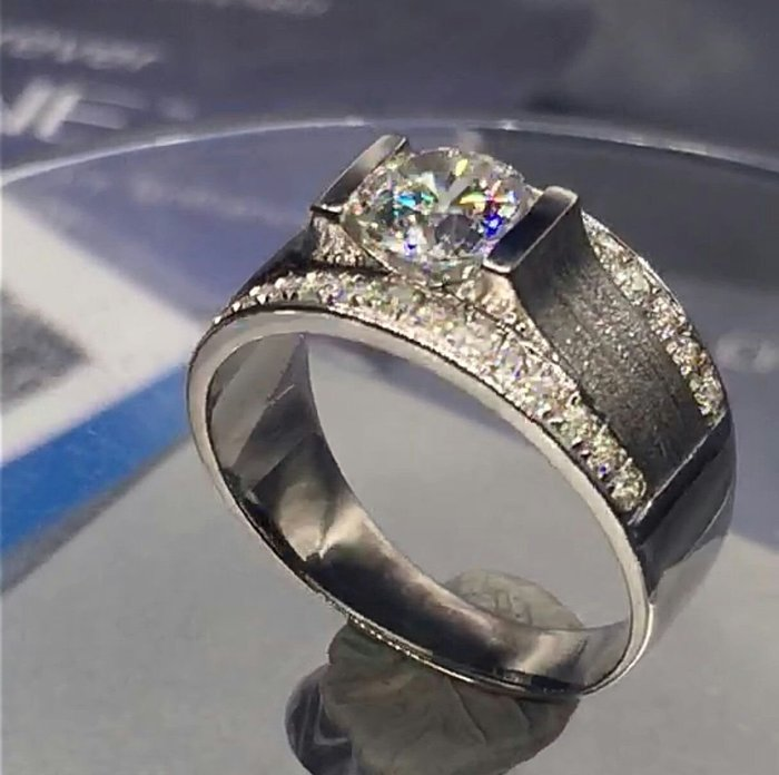 磨砂男鑽戒1克拉微鑲碎鑽單一特價4500 求婚 結婚 情人節禮物純銀男士戒指 精工 鑽戒高碳仿真鑽石  ZB鑽寶