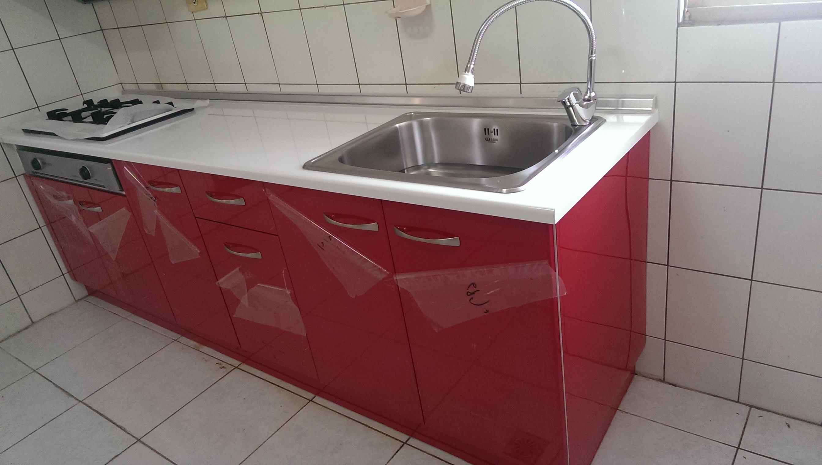 亞毅 06-2219779 紅色白色歐化廚具 水槽 人造石檯面 不鏽鋼流理台 碗盤架 系統展示架