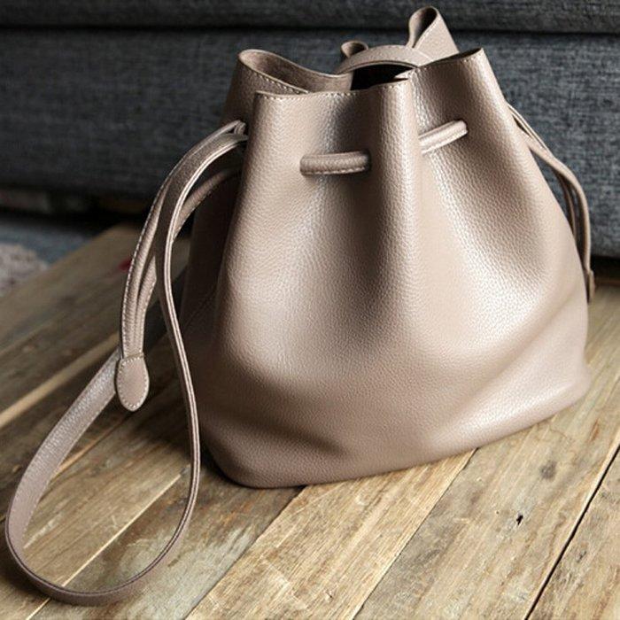 香港OUTLET 出口 品牌 仿真皮包包 水桶包 復古小清新斜挎包 單肩包 抽繩軟皮 純色