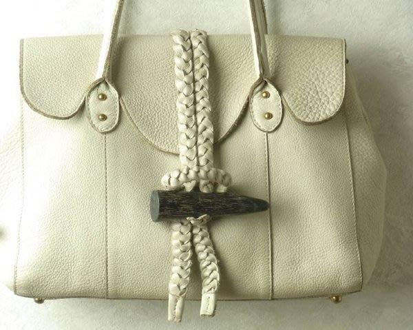 日本品牌 Tres 皮革肩背包 側背包 手拿包