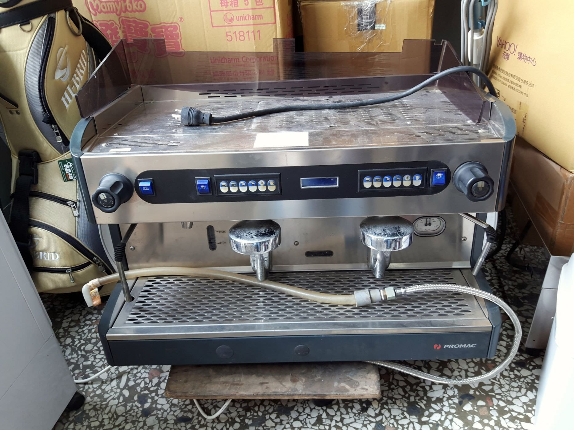 PROMAC 雙孔半自動咖啡機+磨豆機。