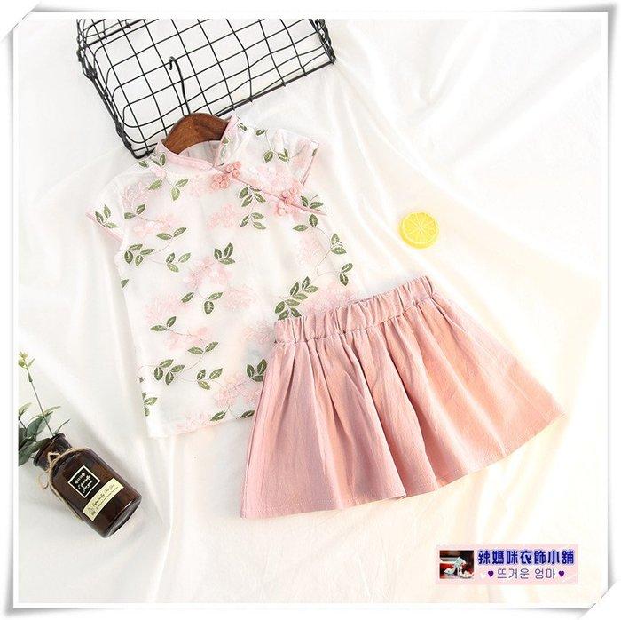 •*~ 辣媽咪衣飾小舖 ~*•❤童裝系列❤V530677韓版甜美中國風精美盤扣刺綉旗袍款上衣+短裙二件套套裝