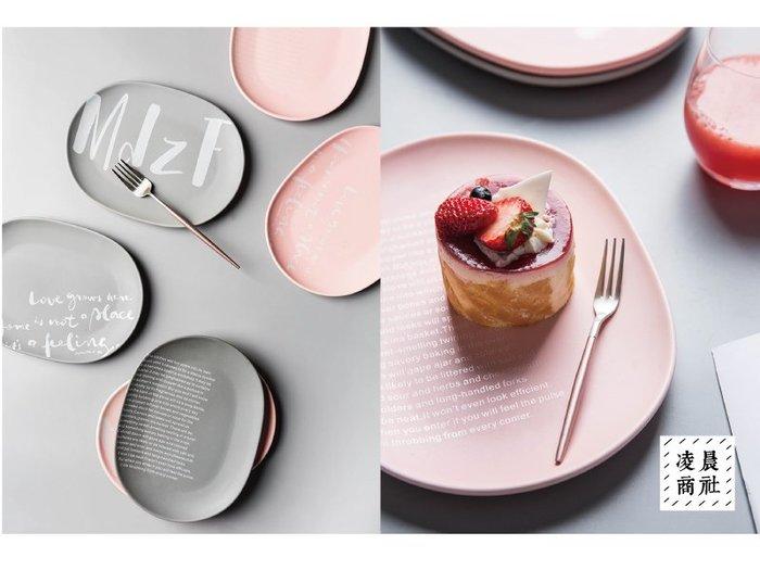 凌晨商社// 橢圓形 英文字 對話LOVE  陶瓷盤 西餐盤 點心盤 蛋糕盤 網美 ig 拍照道具 橢圓盤