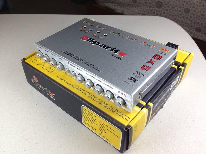 SPARKX SX5競賽級5波段PRE EQ等化器(輸入:前/後/超低/AUX)