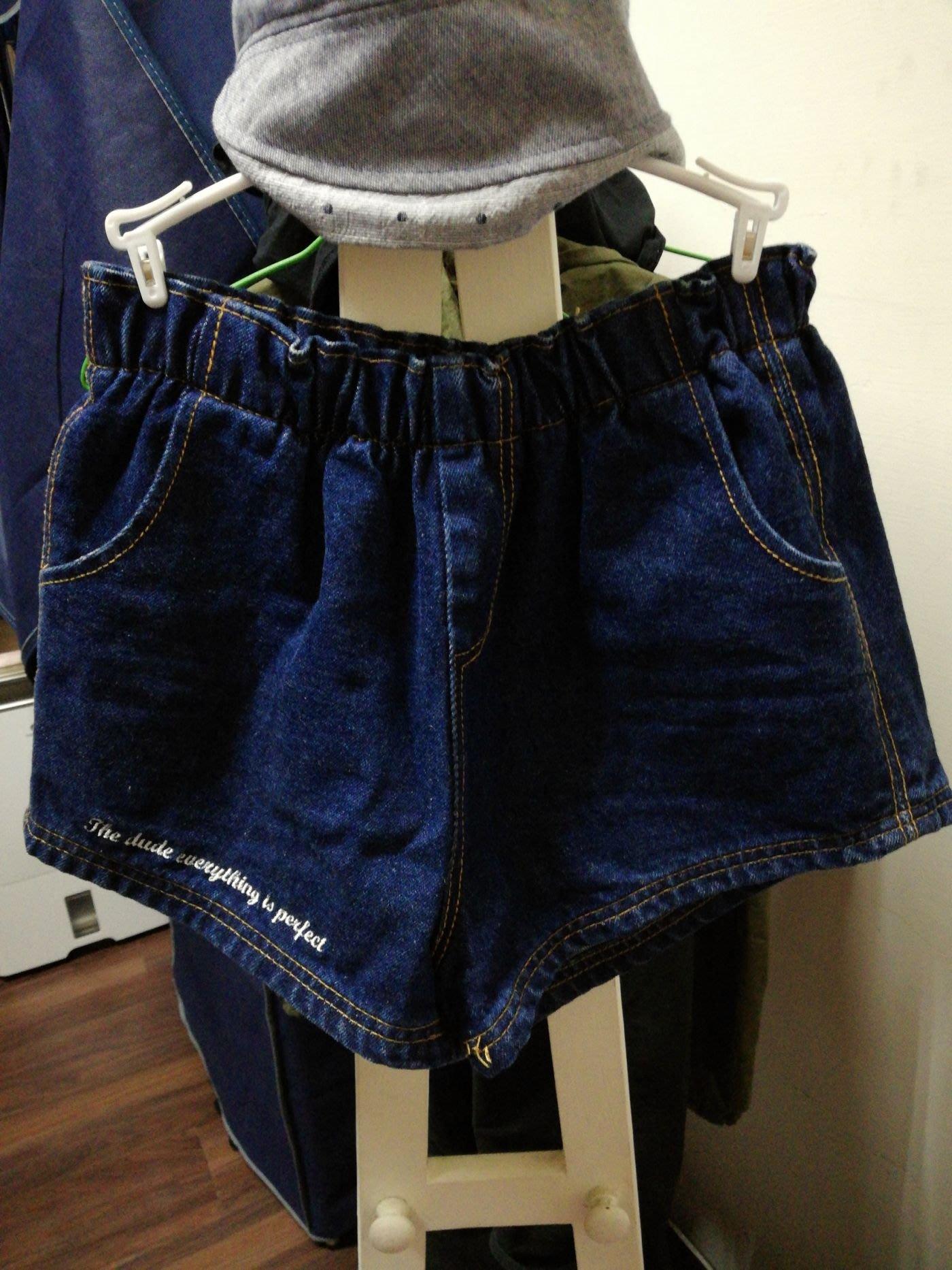 英文刺繡牛仔短褲