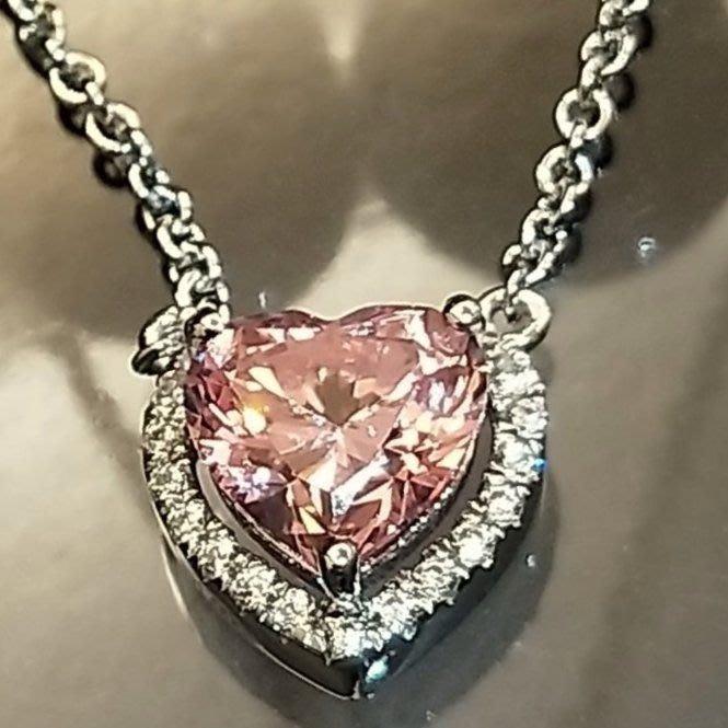 粉色鑽石愛心吊墜項鏈可愛高貴送女友老婆情侶仿真高碳鑽石心形項鍊1克拉女925純銀鍍白金 精工爪鑲單碳原子純銀鍍鉑金 鑽寶