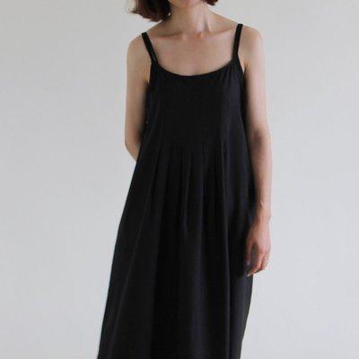 正韓 優雅細肩帶亞麻連身裙(黑色/米色...