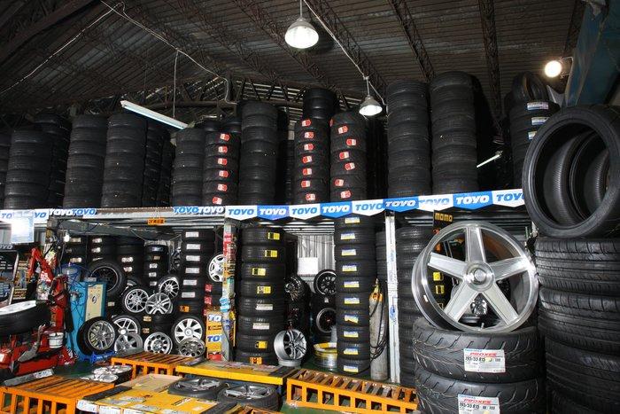 賠錢貨又來了  TOYO 215/45/17 T1R 全新胎 3200元  日本製 保證公司貨 一台車份12800元