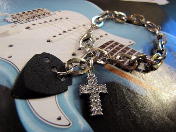 ☆ Tony Music 唐尼樂器︵☆搖滾飾品專區-十字架 Pick 手鍊(搭配電吉他/貝斯更炫)