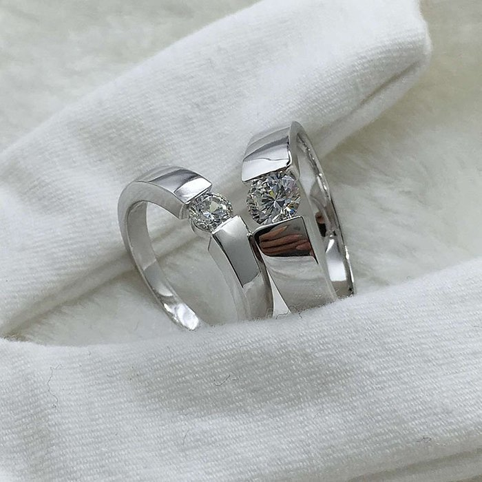 一對純銀包白金0.8克拉男0.5女對戒不退色 德國工藝 高碳仿真鉆石鉑金質感肉眼看就似真鑽 結婚婚戒 FOREVER鑽寶