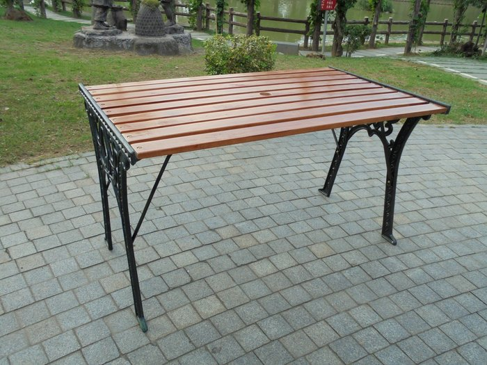 [兄弟牌戶外休閒傢俱]四尺鑄鐵公園桌~桌面備陽傘洞~公園桌椅設備,戶外庭園休閒傢俱!!