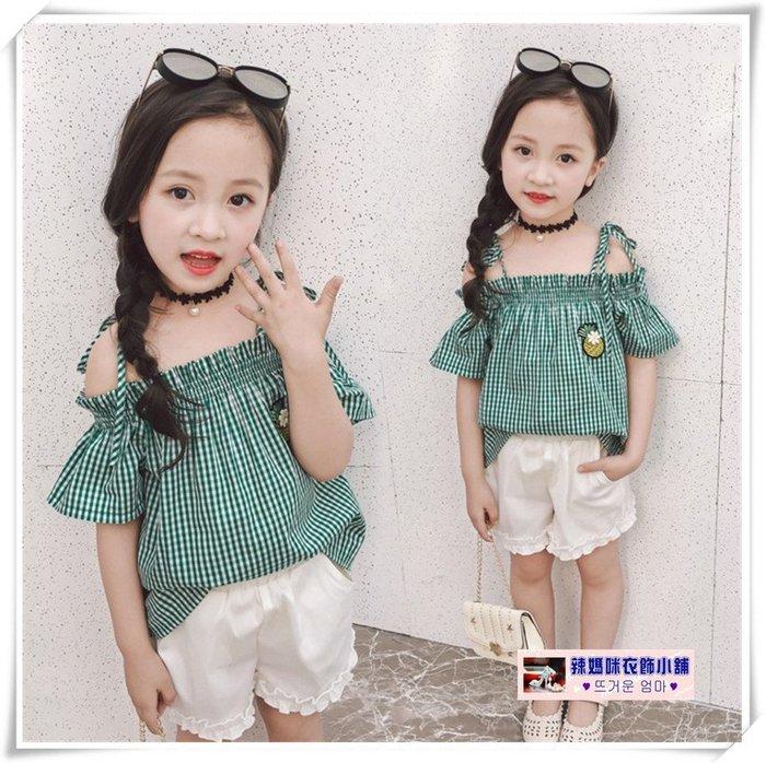 •*~ 辣媽咪衣飾小舖 ~*•❤童裝系列❤V530652韓版小女孩格子露肩吊帶上衣+短褲二件套套裝