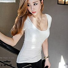 #女神衣櫥# 夏裝U領短袖T恤 大碼女裝簡約修身白色性感低領露背小衫 !!瘋搶中!