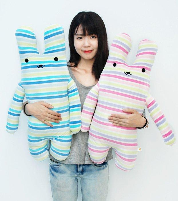 娃娃夢幻樂園~可愛長抱兔娃娃~條紋兔~綿綿兔fumo兔~高70cm~超人氣商品~男友抱枕~生日禮物~全省宅配