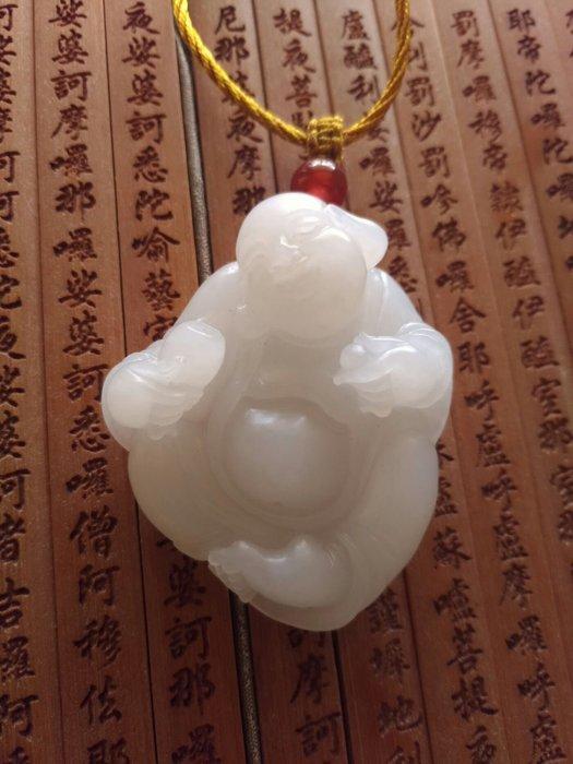 喀什古麗的眼淚 新疆和闐仔料 極品羊脂白玉 50g 彌勒佛 美玉分享