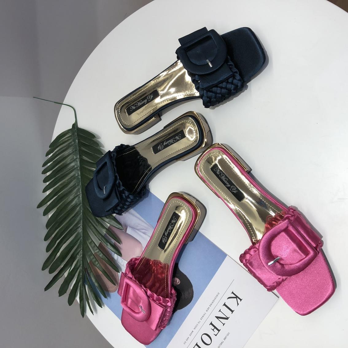 歐美時尚款緞面扣環低跟涼拖鞋